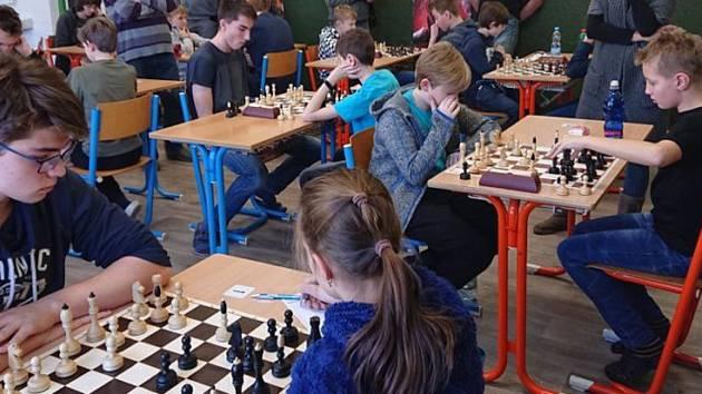 Mladí šachisté byli úspěšní na XIV. Humpoleckém turnaji mládeže. Mladí šachisté Šachového oddílu při TJ Sokol Oudoleň se v sobotu 8. února zúčastnili XIV. ročníku Humpoleckého turnaje mládeže. A byli úspěšní. V kategorii D10 se Lenka Zvolánová umístila na