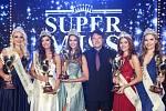 Vítězky SUPERMISS 2019 (Natálie Dostálová druhá zleva).
