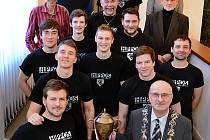 Softballový tým havlíčkobrodských Hrochů poprvé v historii získal pohár pro mistra České republiky.