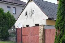 O domku s číslem popisným 11 mluví Otínští jako o prokletém.