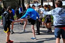 Žáci ZŠ V Sadech cvičili v parku.