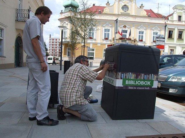 Bibliobox stojí na Havlíčkově náměstí