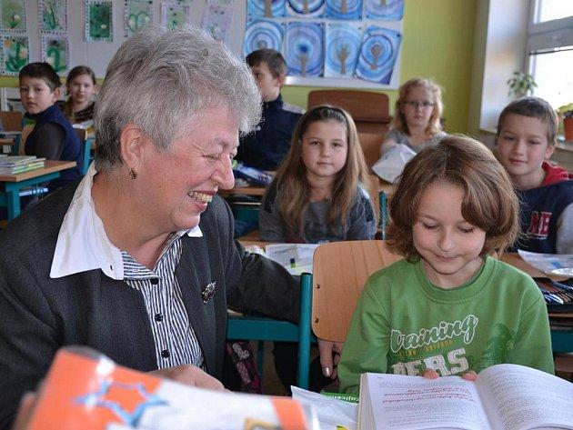 Ke krajskému vítězství Janu Novákovi přijela do České Bělé pogratulovat radní Kraje Vysočina pro oblast kultury, památkové péče a cestovního ruchu Marie Kružíková.