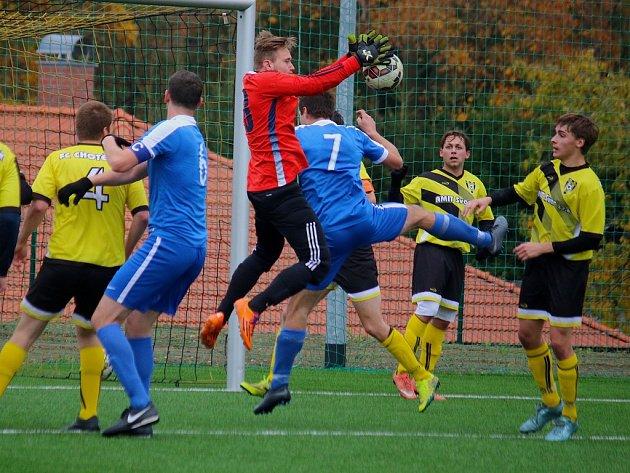 O překvapení se v I. A třídě postarali fotbalisté Chotěboře B (ve světlém), kteří doma porazili ambiciózní Světlou 3:2.