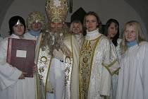 Rozsvícením stromu na Havlíčkově náměstí a mikulášskou nadílkou v kostele sv. Vojtěcha začal Advent, předvánoční čas rozjímání a těšení se na Štědrý večer.
