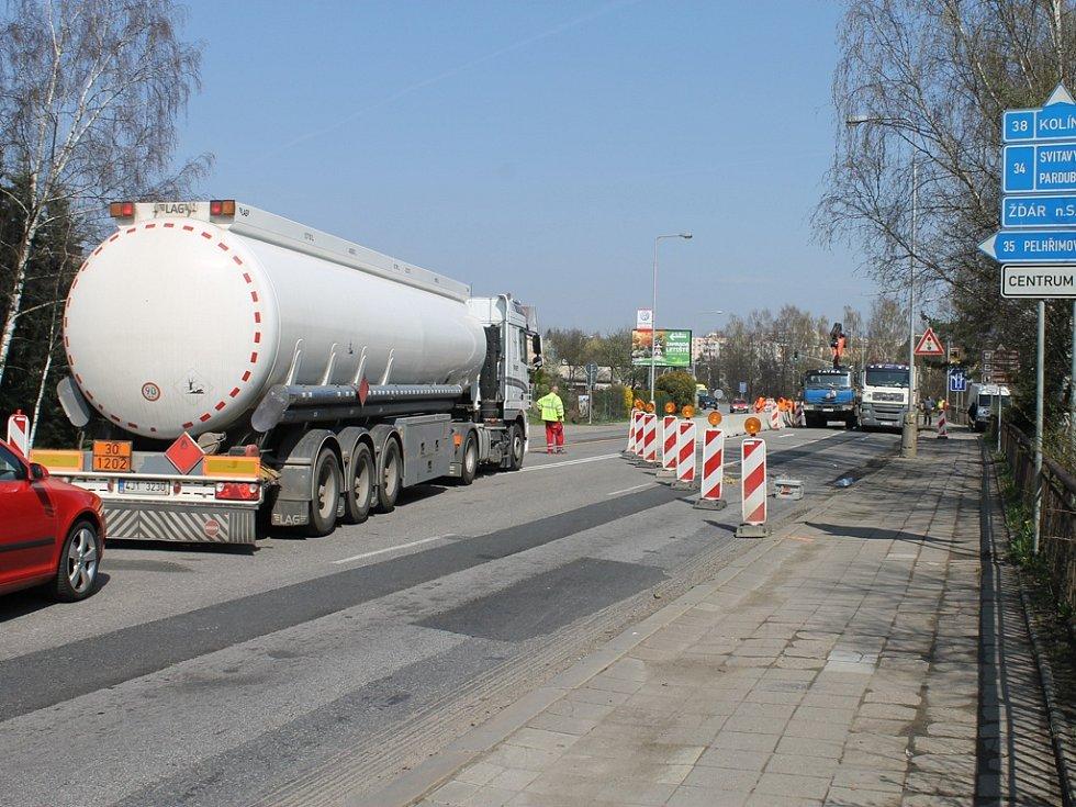Opravy silnice.
