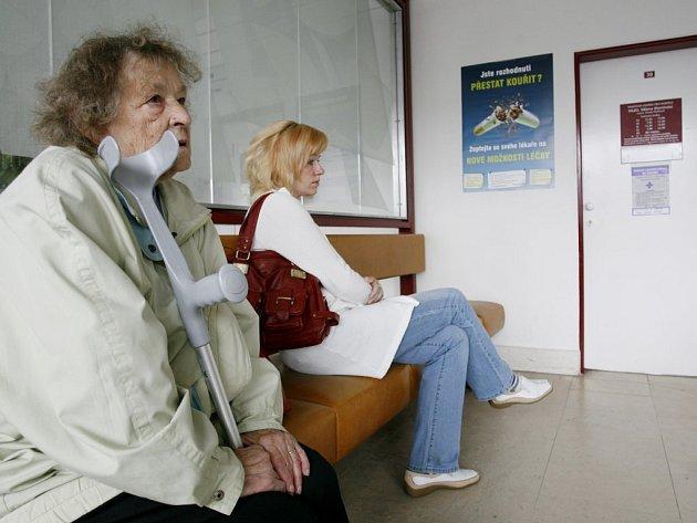 To, že pacient prosedí určitou dobu v čekárně, aby nakonec dostal do ruky neschopenku, neznamená, že může v klidu odjet přestavovat chalupu nebo  čas určený k léčení  utrácet pobíháním po nákupech.