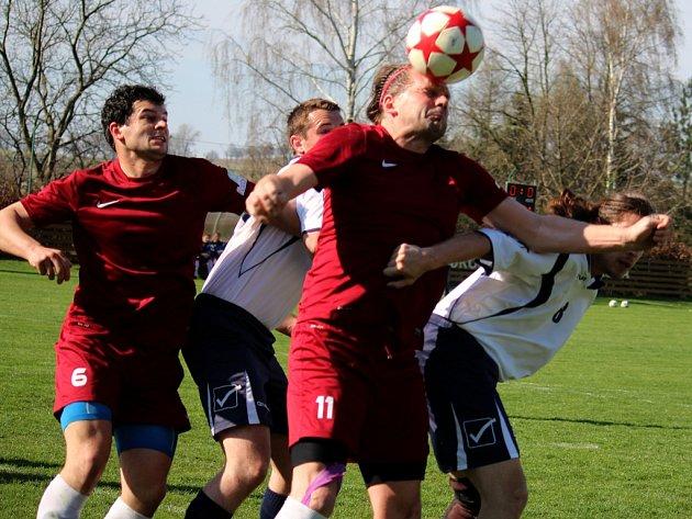 Závěr zápasu patřil v derby zápase s Věžnicí fotbalistům Borové, kteří rozhodli o bodech pět minut před koncem.