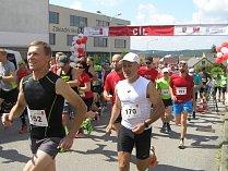 Součástí Přibyslavného půlmaratonu byl bohatý doprovodný program a slavnostní odhalení sochy Radomíra Dvořáka.