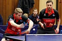 Radek Skála (na snímku) vlevo patří mezi největší talenty českého stolního tenisu. Poslední rok se připravuje už výhradně v HB Ostrov.