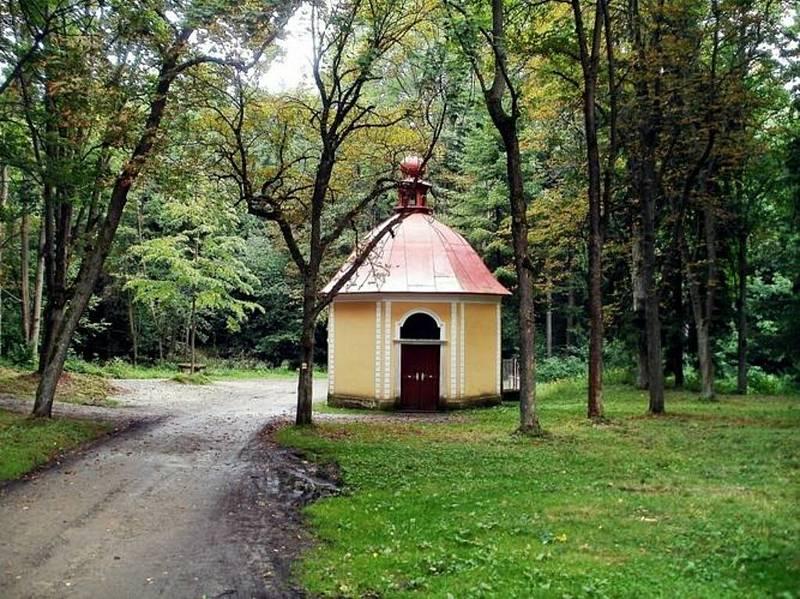 Poutní místo svatá Anna navštěvují každý rok tisíce lidí. Kromě mše v historickém kostele a poutních atrakcí, je to údajně zázračný pramen.