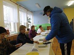 Volby v mateřské škole Zahradnického.
