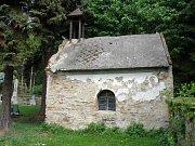 Hřbitovní kaple v Zahrádce u Ledče byla již v dezolátním stavu.