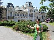 Obnovená krása. Zámek ve Světlé nad Sázavou prošel náročnou rekonstrukcí barokního průčelí. V červnu se poprvé otevře veřejnosti. Na snímku je majitelka zámku Helena Degerme.