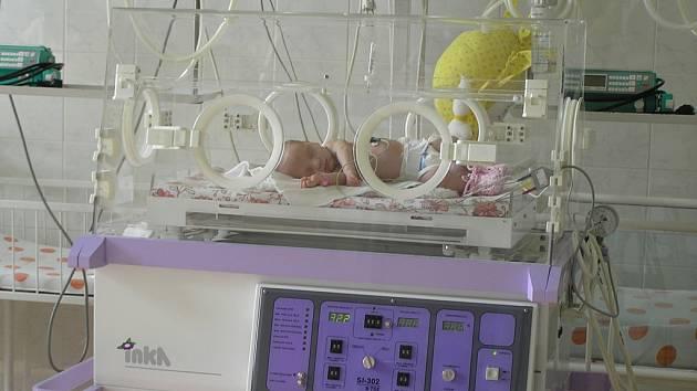 Některé děti přicházejí na svět s nízkou porodní váhou.