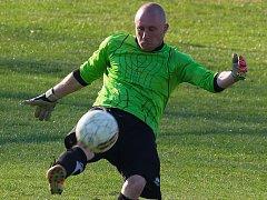 Dvě výhry v řadě na jaře vychytal fotbalistům Mírovky gólman Jiří Berky (na snímku). V minulém kole se podepsal pod výhrou nad Horní Cerekví a v neděli se radoval se spoluhráči ze tří bodů na hřišti Habrů.