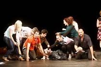 K Noci divadel 2013 se připojili loni i ve Východočeském divadle Pardubice. Herci se tu zmocnili režisérské taktovky a jako herce si vzali diváky.