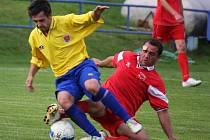 Těsnou prohrou vstoupili do soutěže v Pelhřimově fotbalisté Habrů (vpravo). Do stejných míst jako Habry v neděli zavítá Havlíčkova Borová. Bude si počínat lépe?