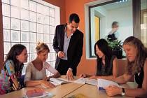 Jazykové znalosti svých zaměstnanců potřebují nejvíce velké společnosti se zahraničním kapitálem.