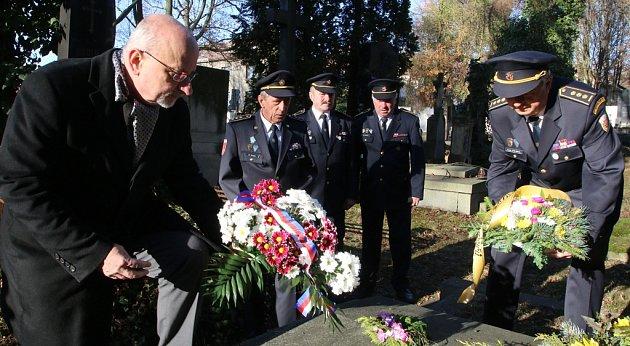 Město a hasiči vzdali hold Františku Raupachovi.