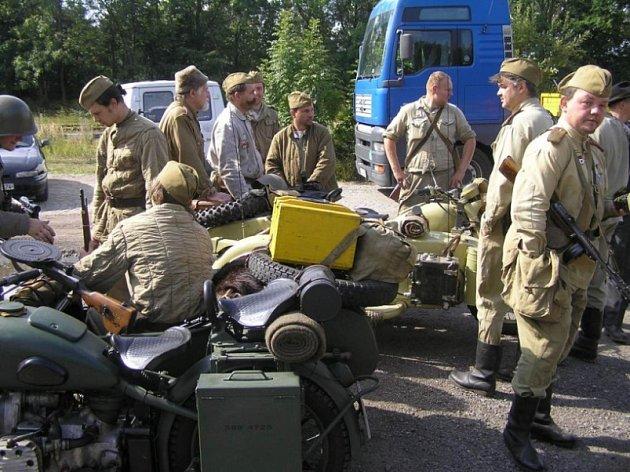 Porada, a pak hurá na ně! Ruští vojáci a partyzáni nenechali chotěbořské nádraží napospas Němcům ani banderovcům.