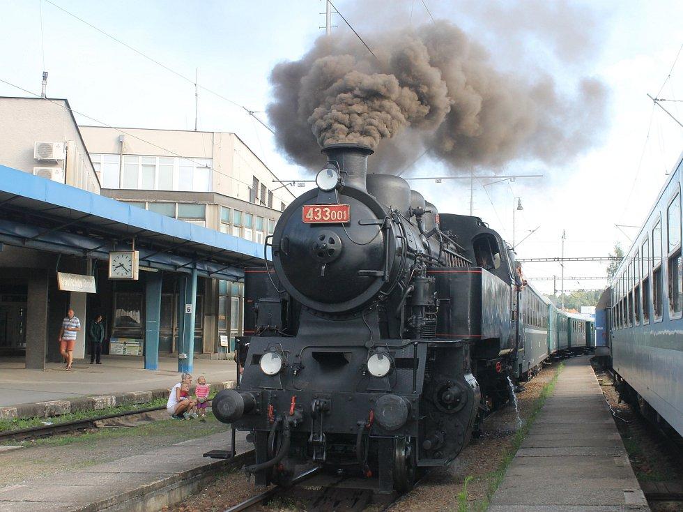 Parní lokomotiva Skaličák sveze v sobotu výletníky z Břeclavi do Lednice.