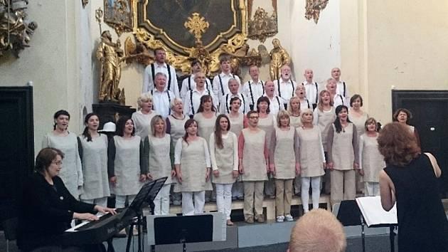 Benefiční koncert pěveckého sboru Jasoň se konal již potřetí a vynesl částku 27 400 korun.