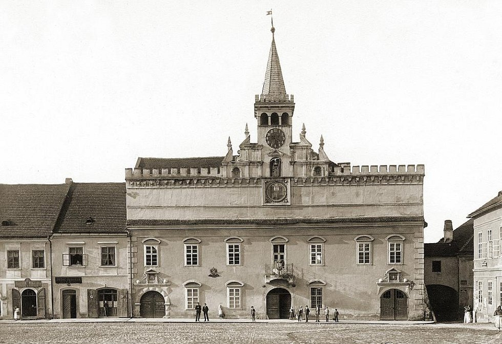Stará radnice na historickém snímku