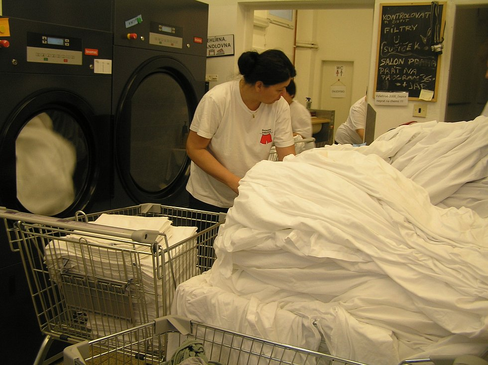 Prádelna Barborka je součástí aktivit společnosti Háta, která pečuje o lidi s handicapem.