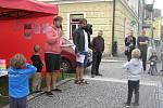 Odhadem asi čtyři desítky lidí se sešly ve středu 21. srpna v 17.30 hodin na Bechyňově náměstí v Přibyslavi.
