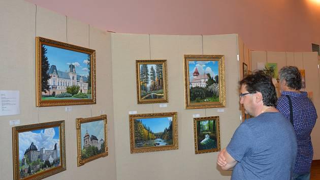 Častými motivy malířů Světelská bývají světelský zámek, kostel a též hrad Lipnice.