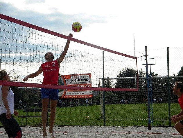 Třicet osm. Takovou porci zápasů snesl beachvolejbalový turnaj v Okrouhlici.