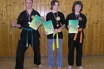 Mladí bojovníci Kung Fu ze Světlé nad Sázavou přivezli z nedávného Mistrovství Evropy tři cenné kovy. Nejúspěšnější závodnicí byla zlatá Barbora Sadílková (vpravo).