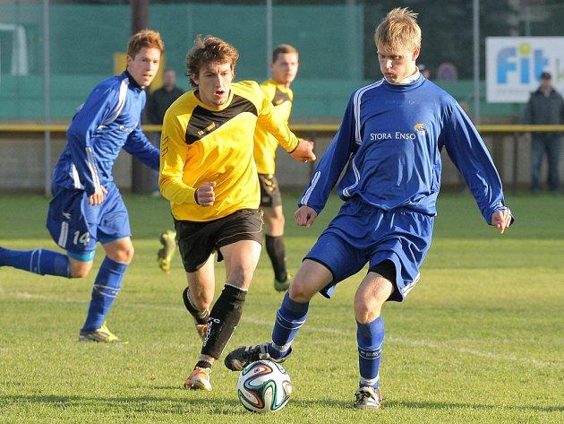 Vedoucí Ždírec (v modrém) měl proti Jemnicku po většinu času více ze hry a právem vyhrál.