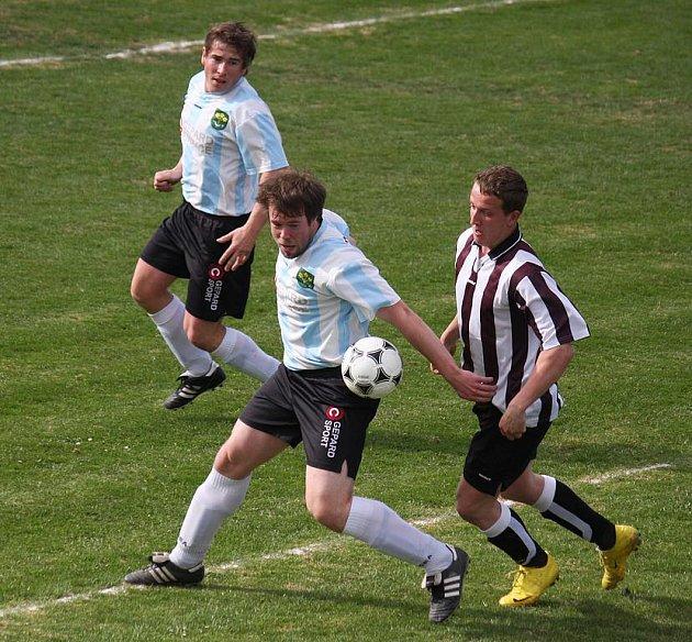 Štěstí přálo fotbalistům Lučice (na snímku) v derby s Tisem, které vyhráli 3:2.