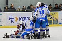 Titul získali světelští hokejisté, kteří si v pátém duelu poradili s domácími Kohouty.