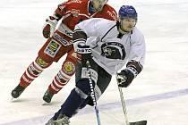 Hokejisté Chotěboře a Pelhřimova (vzadu Martin Tecl) mají už svůj zápas 31. kola druhé ligy za sebou. Spartak vyhrál vysoko 6:2.