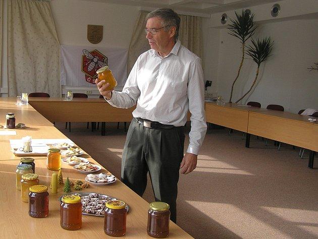 Velké výročí včelaři z Přibyslavska oslavili v sobotu 15. září soutěžní degustací medu.