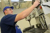Měsíční platy průmyslových firem v celé republice od ledna do konce září stouply o 3,9 procenta na 29 418 korun hrubého. Na Vysočině se mzdy meziročně zvýšily o 4,8 procenta, což byl v ČR rovněž nadprůměrný procentuální růst.