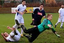 Druhou nulu za sebou uhájili fotbalisté Borové (v bílém), kteří 1:0 vyhráli v Bedřichově a mají za sebou parádní vstup do soutěže.