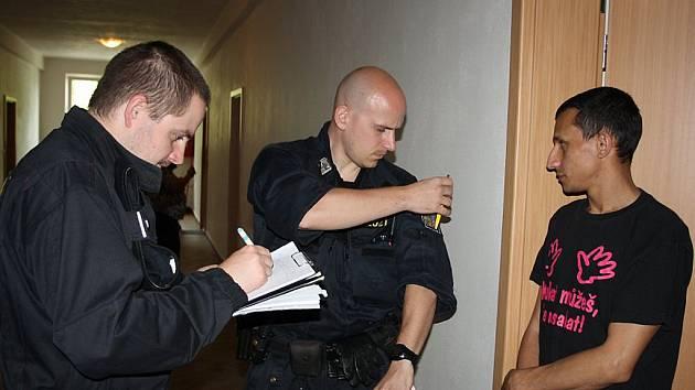 Kontrola cizinců (ilustrační foto).
