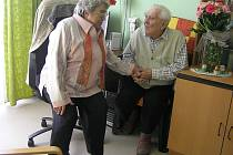 Manželé Marie a Vladislav Rohlíkovi jsou spolu už celých šedesát let.