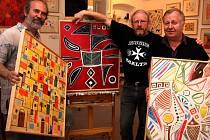 Výstava olejů a akvarelů Tři muži na Maltě.