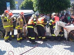 Náměstí v Ledči se v úterý stalo místem konání profesionální hasičské soutěže ve vyprošťování.