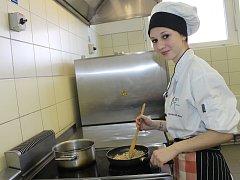 V soutěži Kuchař Vysočiny Junior 2018 open změřilo své síly 12 kuchařských týmů.