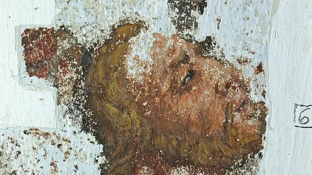 V loňském roce byla uvnitř kaple v Simtanech restaurována cenná fresková výmalba.