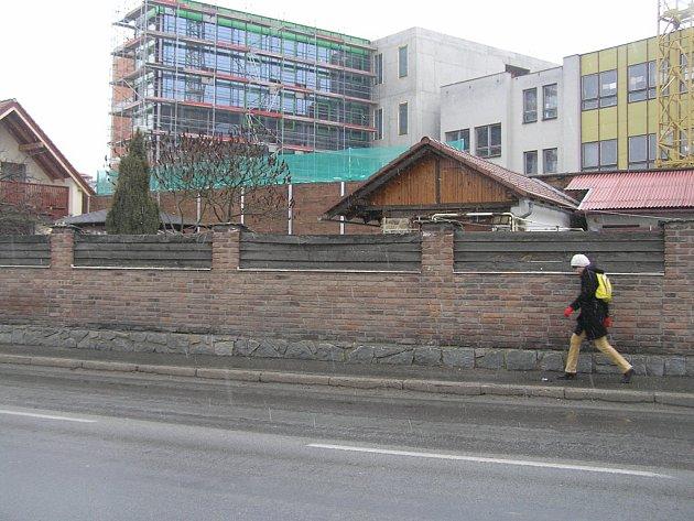 Stavba pokračuje.