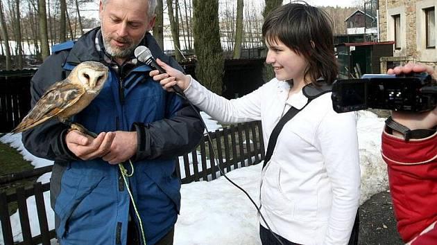 Natáčet rozhovory se zajímavými lidmi rozhodně není  práce, která se dá brát na lehkou váhu. Na každé takové interview je potřeba se důkladně připravit a také přemoci trému. Ta sice reportérkami cloumala, ale zvládly ji vskutku na profesionální úrovni.