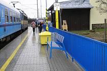 Rekonstrukce vlakového nádraží v Golčově Jeníkově skončila. A s ním snad i podivná série nehod, k nimž tam došlo.