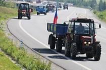 Protestní jízda zemědělců u České Bělé.